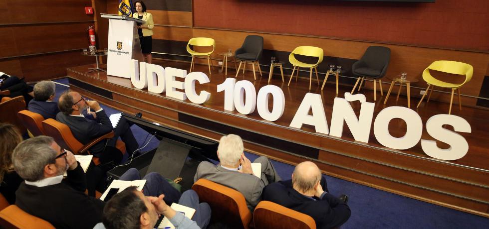Subsecretaria (s) Troncoso expone en Seminario de Descentralización y Desarrollo Regional